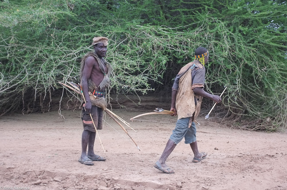 hunting with hadza people at Lake Eyasi